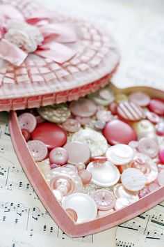 I love these heart shaped boxes that you get at Valentine's Day, but never knew exactly how to re-use them. this is perfect! Button Button, Button Moon, Vintage Buttons, Vintage Pink, Vintage Sewing, Vintage Heart, Vintage Candy, Paige Smith, Pretty Box