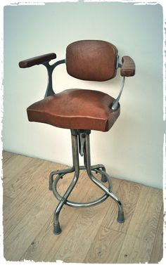 Le fauteuil vintage est consid r comme le plus glamour des fauteuils de barb - Fauteuil coiffeur ancien ...