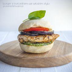 burger z kurczakiem we włoskim stylu