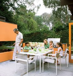 I love the orange but this bbq would be difficult to cook on. Outdoor Rooms, Outdoor Living, Outdoor Furniture Sets, Outdoor Decor, Diy Beauty, Beauty Hacks, 3 Season Porch, Modern Patio, Real Simple