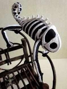 So amazing! Skeleton chameleon softie. scarey little plushie pal