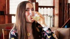 Si bebes agua caliente con limón durante un año esto es lo que pasará | Noticias Fitness Diet, Health Fitness, Drinking Hot Water, Salud Natural, Lemon Water, Healthy Life, Healthy Foods, Glass Of Milk, Drinks