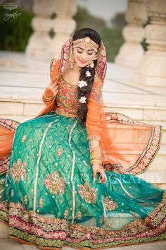 7 style ideas to lift from a Pakistani bride! Pakistani Mehndi Dress, Bridal Mehndi Dresses, Pakistani Wedding Outfits, Pakistani Bridal Dresses, Mehendi, Shadi Dresses, Bridal Outfits, Wedding Attire, Indian Dresses