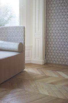Behang is weer helemaal terug. Deze van ontwerper Edward van Vliet met een klassieke twist is helemaal hip ♡ MD ++
