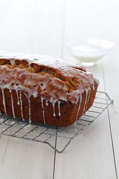 Week 4 // Old-Fashioned Chiquita Banana Nut Loaf Recipe. Classic banana nut bread that is simple, moist and delicious. Loaf Recipes, Banana Bread Recipes, Cooking Recipes, Chiquita Banana Recipe, All You Need Is, Nut Loaf, Muffins, Brownies, Delicious Desserts