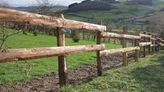Fabriquer une clôture champêtre Horse Arena, Castle Wall, Garden Images, Samos, Brick Building, Survival Tools, Vegetable Garden, How To Stay Healthy, Pergola