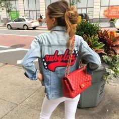 Нас очень вдохновил субботний образ Ариэль. Идеально для многих мероприятий на выходных, не так ли? 😉 Ещё одно подтверждение, что белые джинсы - must-have лета. Кстати, подобрать себе белые джинсы со скидкой до 60% вы сможете в JiST или jist.ua #fashionable #streetstyle #outfitidea: #stylish #white #jeans help to create #chic #summer #outfit #мода #стиль #тренды #джинсы #модно #стильно #лето #отпуск #распродажа