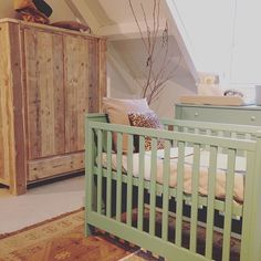 Get the fall inside! #babykamer #steigerhout #kastopmaat #mint