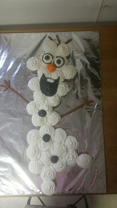 Olaf from frozen cupcake cake for a birthday party