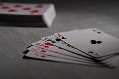 Learn how to play poker quickly and easily with this easy-to-understand guide to Texas Holdem Poker! Learn how to play poker at home or casino in minutes! Gambling Games, Gambling Quotes, Casino Games, Casino Royale, Peter O'toole, King Kong, Draw Poker, Costume Alice, Karaoke