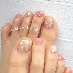 シェルで足元にも透明感を…♥ 足が綺麗にみえますよ(*´ω`*) フットアートコース¥7480 #春 #夏 #パーティー #デート #フット #ラメ #ワンカラー #シェル #クリア #ピンク #ホワイト #ジェルネイル #お客様 #Yuka #ネイルブック