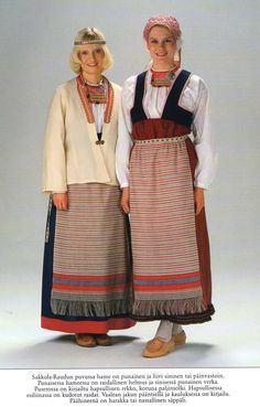 Sakkola-Rautu. Carelia Folk Costume, Costumes, Frozen Costume, Scandinavian Art, Medieval Dress, Black And White Pictures, Ethnic Fashion, Traditional Dresses, Folk Clothing