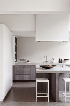 These minimalist kitchen concepts are equal components tranquil and stylish. Discover the very best ideas for your minimalist design kitchen that fits your preference. Search for incredible photos of minimalist design kitchen for ideas. Modern Kitchen Interiors, Interior Design Kitchen, Interior Decorating, Kitchen Decor, Kitchen Grey, Kitchen Modern, Nice Kitchen, Stylish Kitchen, Decorating Ideas