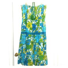 Beautiful Popcorn Halter Dress Floral Popcorn Halter Dress, Jewelry not included, some lose threads, should be able to be snipped, otherwise gorgeous dress Dresses