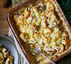 Roast potato, turkey, sausage & stuffing pie This easy pie has all the best bits from Christmas dinner in one: turkey, stuffing, sausage and roasties. Bake until golden brown and tuck in! Xmas Food, Christmas Cooking, Turkey Sausage, Turkey Stuffing, Sausage Stuffing, Bake Sausage In Oven, Leftovers Recipes, Turkey Recipes, Easy Pie