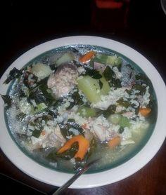 Este sencillo plato casero, es tradición Salvadoreña para cuando te sientes un poco enfermo. Pero las abuelas decían que el arroz con chipilin es nutritivo y delicioso!