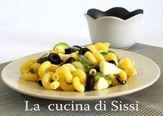 PASTA FREDDA CON ZUCCHINE,OLIVE NERE E MOZZARELLA http://blog.giallozafferano.it/cucinasissi/pasta-fredda-zucchine-olive-nere-mozzarella/