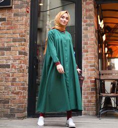 Hijab styles 430586414370783561 - Görüntünün olası içeriği: 1 kişi, ayakta Source by elifilayhusmen Abaya Style, Hijab Style Dress, Casual Hijab Outfit, Islamic Fashion, Muslim Fashion, Modest Fashion, Fashion Outfits, Modest Dresses, Modest Outfits