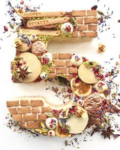 Vektor Icon Set Leckeres Eis – backen – Vector Icon Set of delicious ice cream – baking – # Claim Pretty Cakes, Beautiful Cakes, Amazing Cakes, Cupcake Party, Cupcake Cakes, Baking Cupcakes, Alphabet Cake, Monogram Cake, Number Cakes