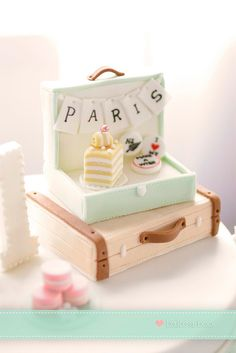 Such a gorgeous vintage suitcase cake.  Lovely unusual cake design and so pretty and elegant, too!  <3
