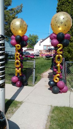 3 Dimensional columns - Decoration For Home Graduation Party Themes, Graduation Balloons, Graduation Decorations, Grad Parties, Prom Themes, Themed Parties, Balloon Columns, Balloon Garland, Outside Birthday Parties