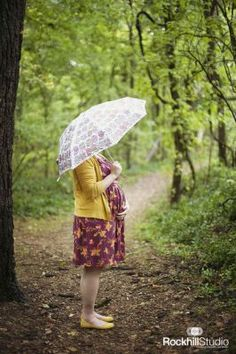 With umbrella. In the rain. Maternity Poses, Maternity Pictures, Pregnancy Photos, Maternity Photography, Baby Photos, Photography Ideas, Surprises For Husband, Rain, Photoshoot