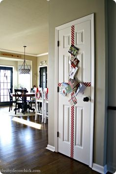 holiday card display that holds a ton of cards...I need to do this asap for all of our Chirstmas cards!