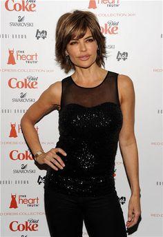 Lisa Rinna, makes short hair smoking hot!