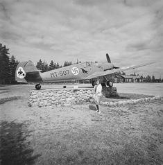 jatkosodan aikainen Messerschmitt Bf 109 -hävittäjä Utin lentoasemalla Valkealassa Kyytinen Pekka, kuvaaja Finnish Air Force, Ww2 Aircraft, World War Ii, Finland, Wwii, Bff, Fighter Jets, Aviation, Military
