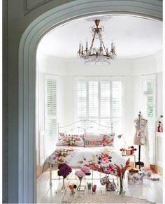 Vintage girlie bedroom goodness