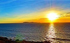 Sunset at Isla Coronado, Rosarito, Baja California, México Beautiful Sky, Beautiful Places, Amber Sky, Sun Sets, Midnight Sun, Ancient Ruins, Baja California, Central America, Rainbows