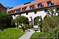 Augsbourg, Bavière : cloitre de la cathédrale de la Visitation - Découvrez la ville d'Augsbourg avec ce circuit d'une journée : https://www.yourcitydreams.com/augsbourg/