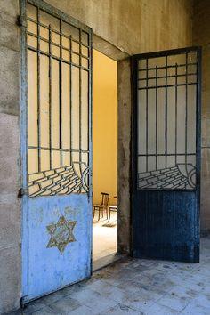 dust to dust 1 - jewish cemetery in ferrara