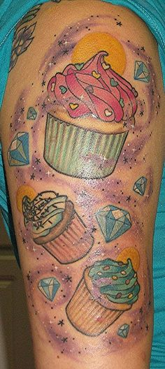 Cupcakes & diamonds sleeve