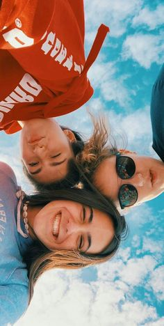 Pin de t a y l o r r em besties bff pictures, friend pictures e best friend Cute Friend Pictures, Best Friend Photos, Best Friend Goals, Cute Photos, Cute Pictures, Bff Pics, Cute Summer Pictures, Squad Pictures, Vsco Pictures