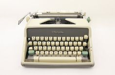 149$ - 1963 - Olympia SM7 Typewriter - Working - Yet to be cleaned - Includes Case