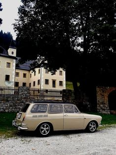 VW Vw Variant, Volkswagen Type 3, Europe Car, Vw Classic, Shed Roof, Vw Cars, Car Humor, Station Wagon, Vw Passat