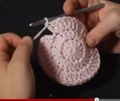 The Math of Double Crochet in the Round explained! Video tutorial on mooglyblog.com ༺✿Teresa Restegui http://www.pinterest.com/teretegui/✿༻