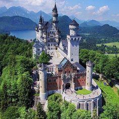 Treat yourself to a fairytale getaway. #TLPicks courtesy of @bestdiscovery | Photo: @levanterman