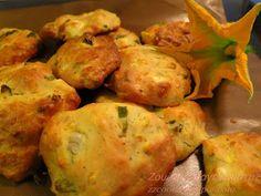 Νόστιμα καλοκαιρινά τυροπιτάκια με κολοκυθάκι και αρωματικά!  Γίνονται πολύ γρήγορα,,,και τρώγονται επίσης πολύ γρήγορα!!!  Τόσο τρυφερά ... Greek Cookbook, Pancakes And Waffles, Fritters, Crepes, Food And Drink, Pizza, Cooking Recipes, Vegetarian, Sweets