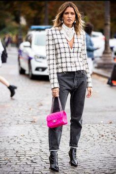 30 Top Street Style : Paris Fashion Week Womenswear Spring Summer 2020 : Day Nine foto's en beelden - Getty Images Blazer Jeans, Blazer En Cuir, It Bag, Phillip Lim, Estilo Hipster, Body Dentelle, Just Cavalli, Slouchy Pants, Jean Straight