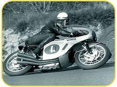 Classic Japanese motorcycle restoration and repair by new era motorcycle restorations Motorcycle Racers, Triumph Motorcycles, Honda Bikes, Japanese Motorcycle, Motor Scooters, Classic Bikes, Vintage Racing, Road Racing, Motogp