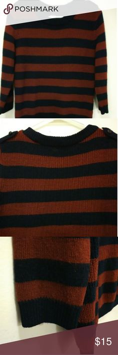 a552c7e4876c1 J Crew Womens Sweater This is a red and blue striped J Crew knit sweater.