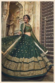 Indian Bridal Outfits, Indian Fashion Dresses, Indian Bridal Fashion, Indian Designer Outfits, Indian Bridal Wear, Indian Lehenga, Green Lehenga, Sabyasachi Lehenga Bridal, Lengha Choli