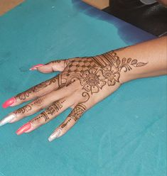 Henna Art, Hand Henna, Henna Designs, Hand Tattoos, Arm Tattoos