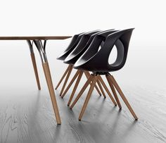 The 907 dining chair shown with the 843 dining table