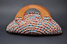 Bolso abanico trapillo Bag Crochet, Form Crochet, Crochet Handbags, Crochet Patterns, Handmade Handbags, Handmade Bags, Creative Bag, Crochet T Shirts, Yarn Bag