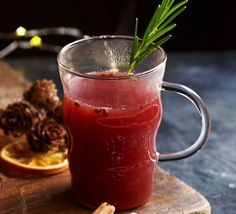 Winter Warmer - Look after all of your party guests, including the ones who aren't drinking with this simple, non-alcoholic Christmas-spiced fruit juice served warm Vegan Christmas, Christmas Cooking, Christmas Drinks, Christmas Entertaining, Christmas 2019, Christmas Recipes, Xmas, Yummy Drinks, Healthy Drinks