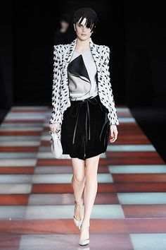 Giorgio Armani Fall 2010 Ready-to-Wear Collection Slideshow on Style.com