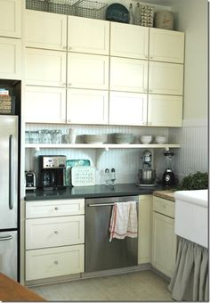 love this open shelf under the cupboards for stacked daily dishes (from homeandharmony.blogspot.ca)